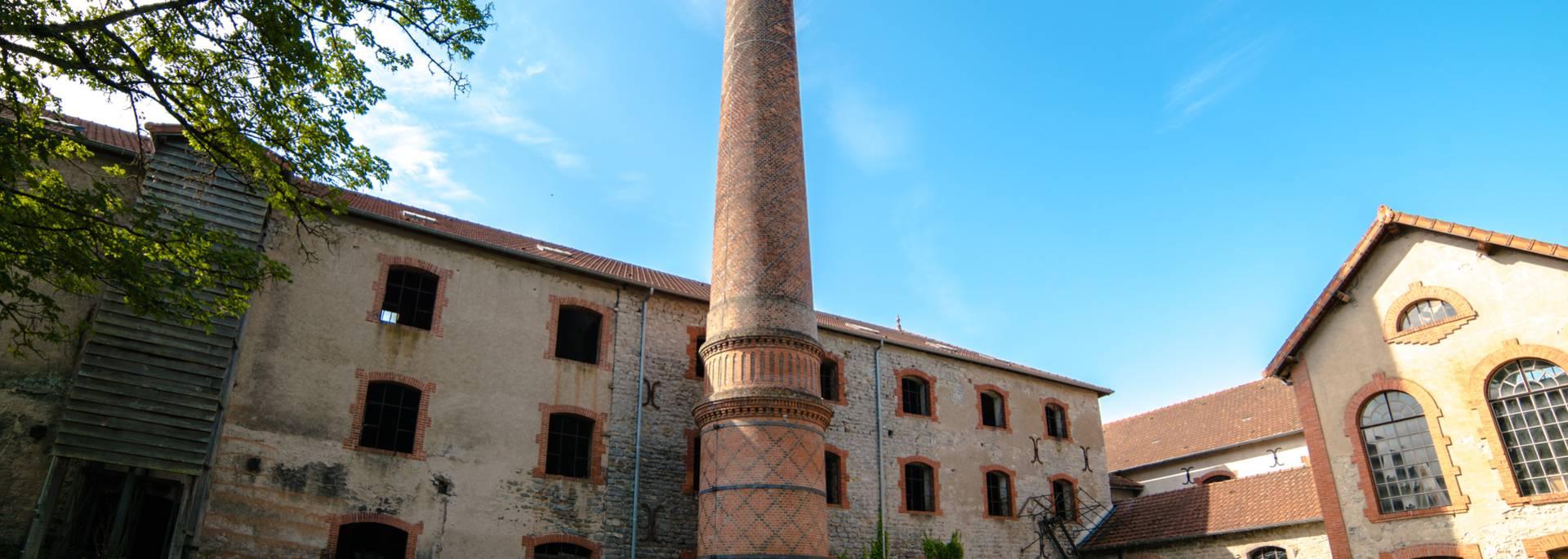 Vue des ateliers et de la cheminée de la Briqueterie, Ciry-le-Noble. © Franck Juillot.