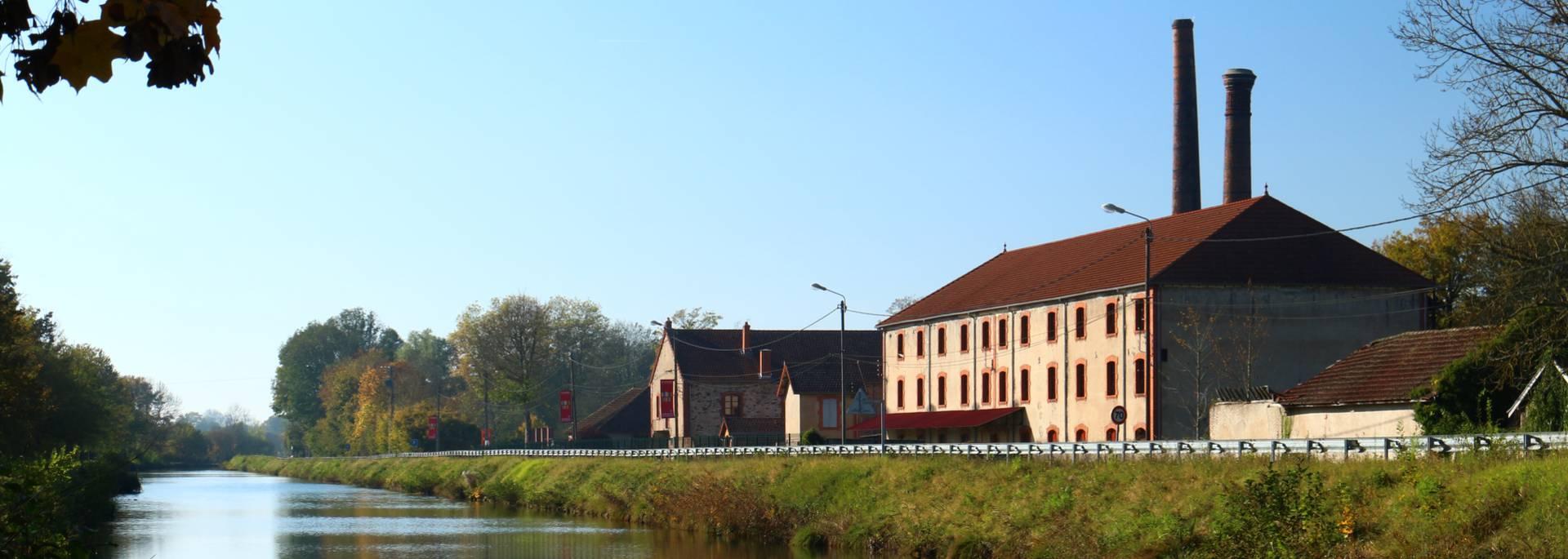 La Briqueterie le long du canal du Centre, Ciry-le-Noble. © Cyrille Dinant.