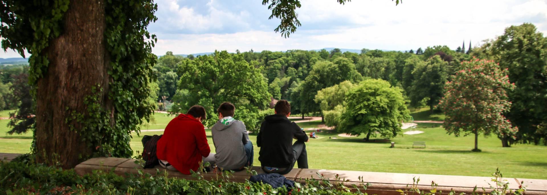Pause détente dans le parc de la Verrerie, Le Creusot. © Lesley Williamson.