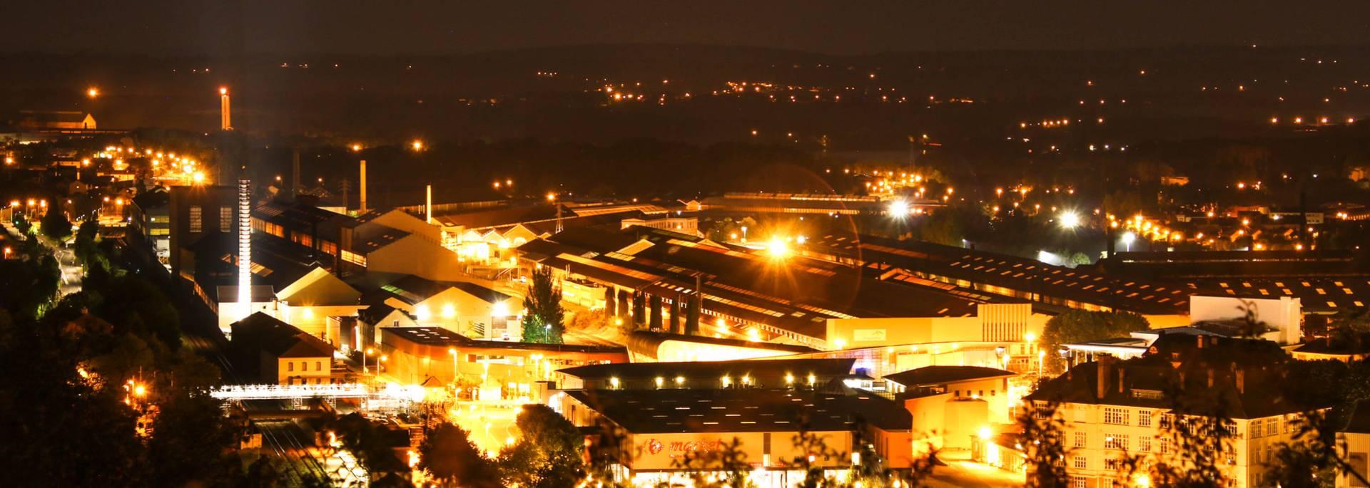 Le site industriel du Creusot la nuit. © Lesley Williamson.
