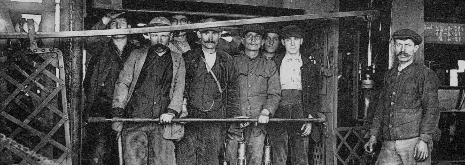 Mineurs de Montceau-Blanzy prêts à descendre au fond. © CUCM, document Écomusée. Reproduction D. Busseuil.