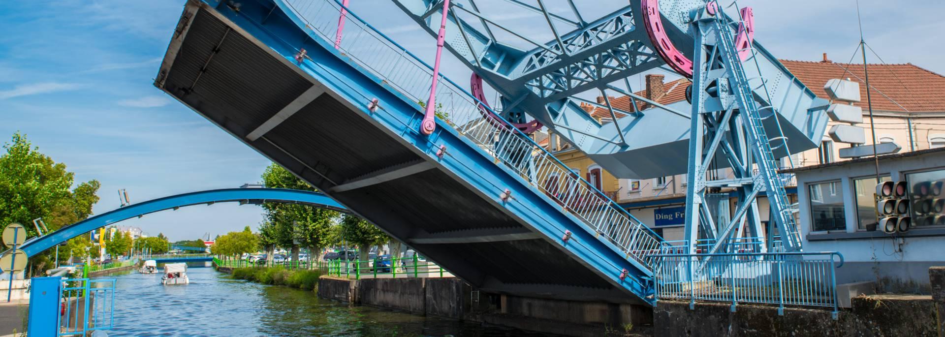 Le pont levant en mouvement, Montceau-les-Mines. © Franck Juillot.