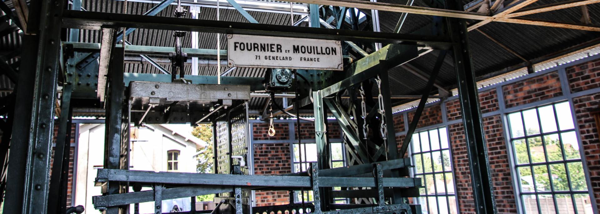 Sous le chevalement du Musée de la Mine, Blanzy. © Lesley Williamson.