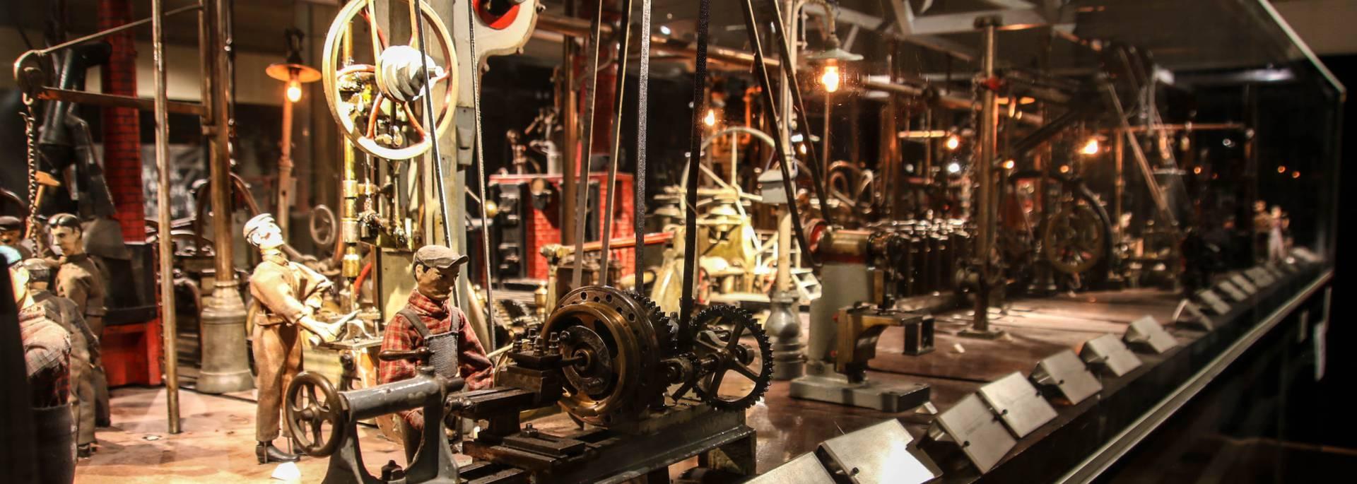 L'usine miniature, maquette Représentation du travail dans une forge au Musée de l'homme et de l'industrie, Le Creusot. © Lesley Williamson.
