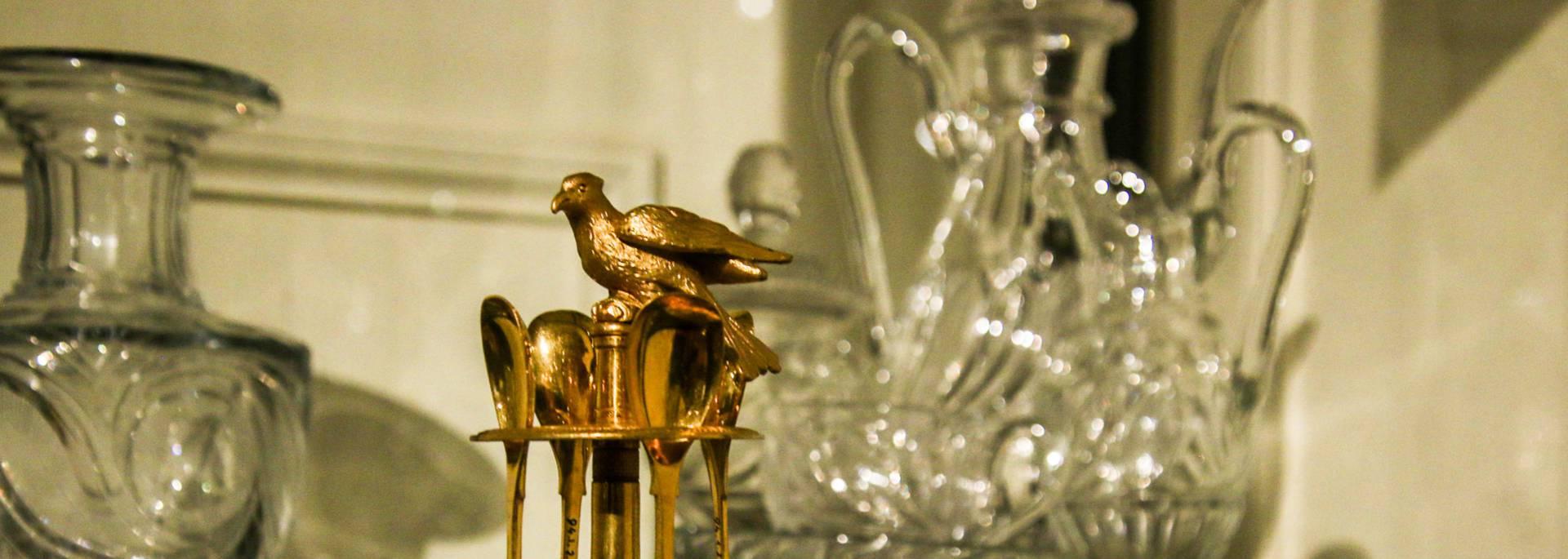 Service en cristal au Musée de l'homme et de l'industrie, Le Creusot. © Lesley Williamson.