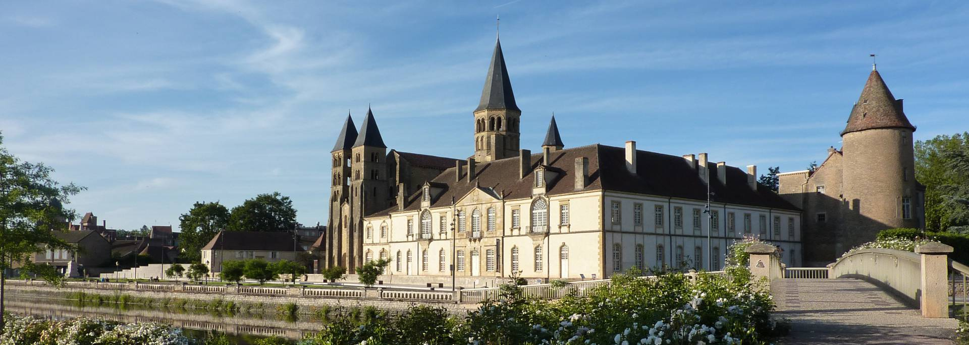 Paray-le-Monail et sa basilique romane. © Office de Tourisme de Paray-le-Monial.