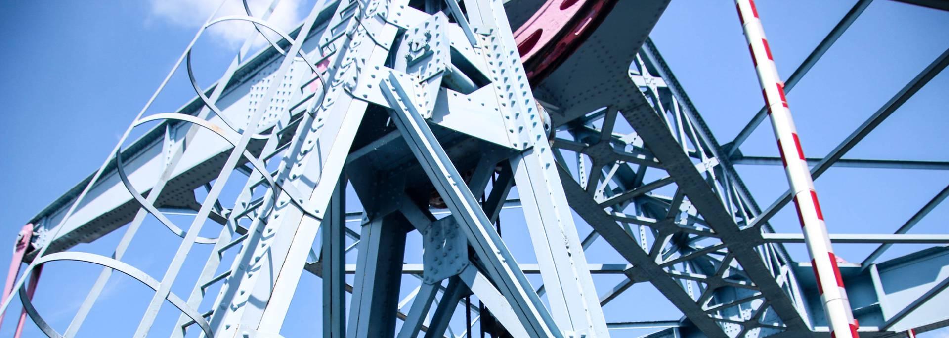 Détail de la structure du pont levant, Montceau-les-Mines. © Lesley Williamson.