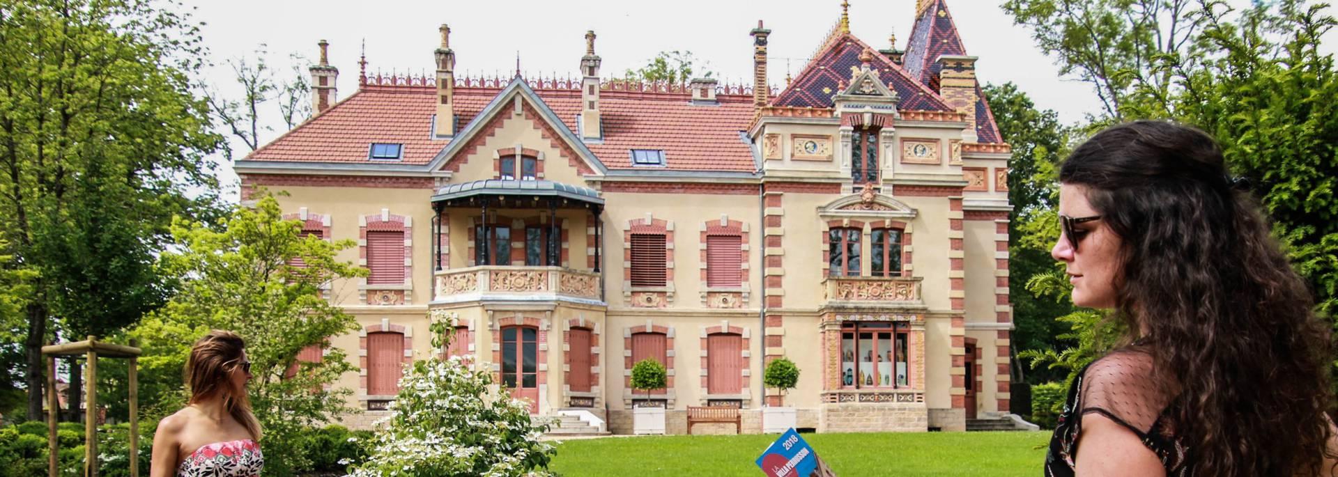 En visitant le jardin de la Villa Perrusson, Écuisses. © Lesley Williamson.