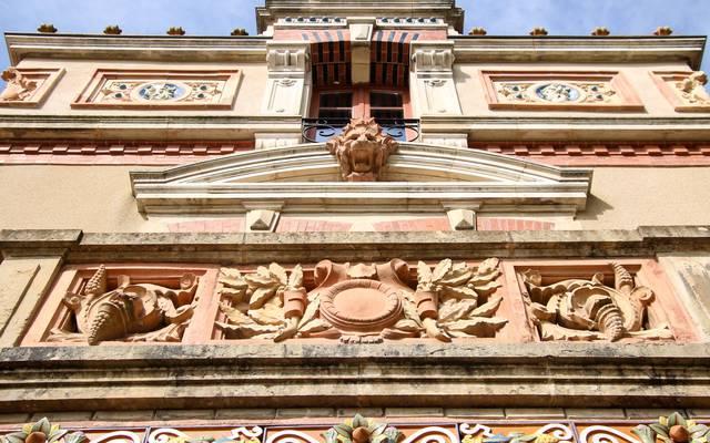 Détail de la façade de la Villa Perrusson, Écuisses. © Lesley Williamson.