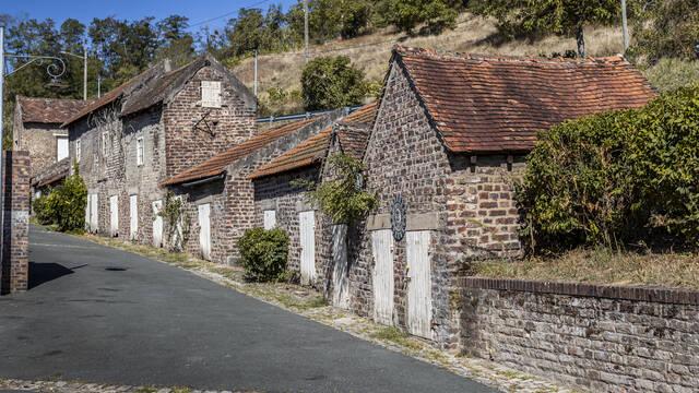 La Combe des Mineurs, bâtiments annexes, Le Creusot. © Lesley Williamson.