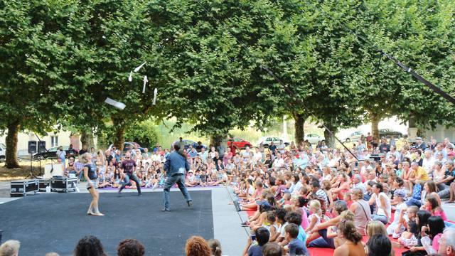 spectacle circassien au festival des Beaux Bagages, Le Creusot. © Ville du Creusot, service communication.