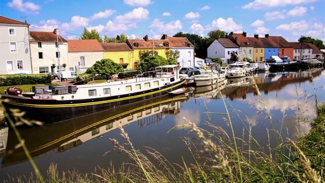 Le canal du Centre à Blanzy. © Lesley Williamson.