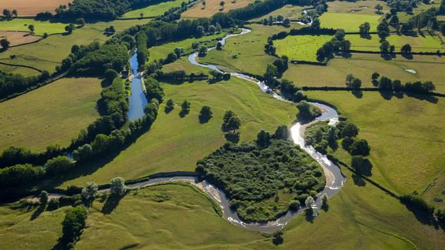 Les méandrs du canal du Centre en Charolais. © DSL - Aurélien Ibanez - Bourgogne Live Prod.
