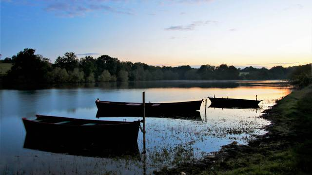 Lac de Torcy. © Lesley Williamson.