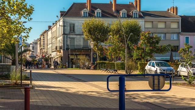 En parcourant les rues piétonnes, Montceau-Les-Mines. © Oscara Photographe_Creusot Montceau Tourisme.