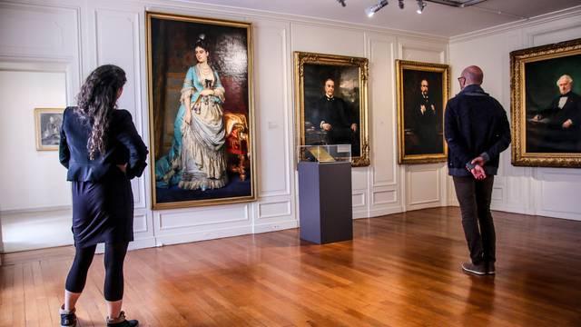 Portaits des membres de la famille Schneider au Musée de l'homme et de l'industrie, Le Creusot. © Lesley Williamson.
