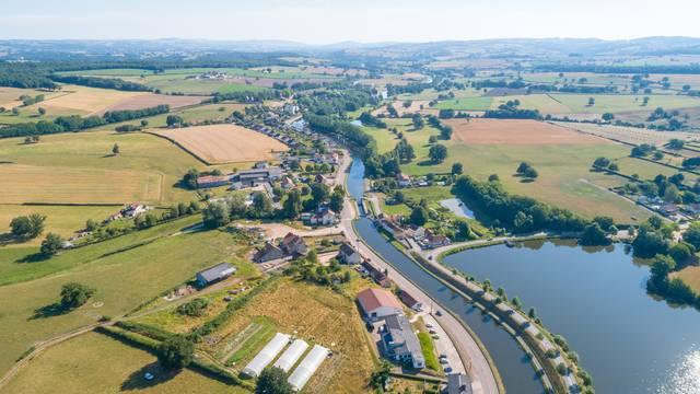 Vue aérienne du village d'Écuisses. © Xavier Spertini.