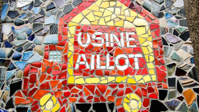 Mosaïque d'entrée de l'Usine Aillot, Montceau-les-Mines. © Lesley Williamson.