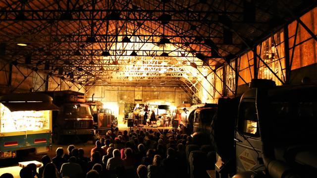 Concert à l'Usine Aillot, Montceau-les-Mines. © Lesley Williamson.