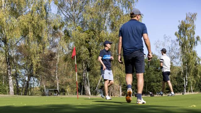 Partie de golf à Montchanin. © Lesley Williamson.