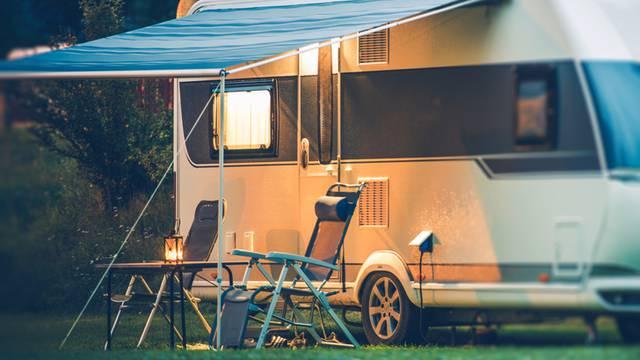 Couché de soleil au camping. ©welcomia.