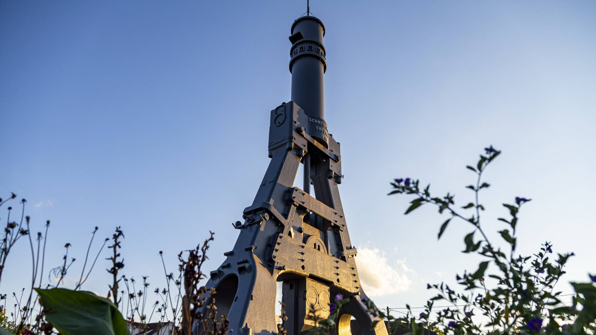 Le marteau-pilon, symbole du Creusot. © Lesley Williamson.