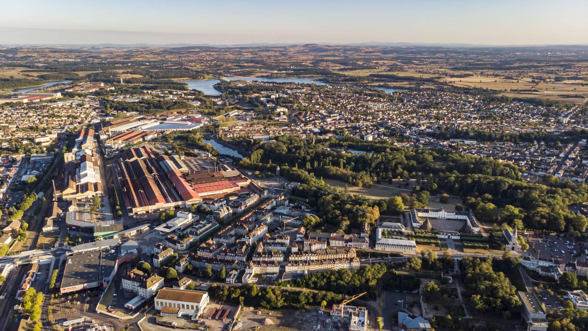 Laville du Creusot et son site industriel. © Lesley Williamson.