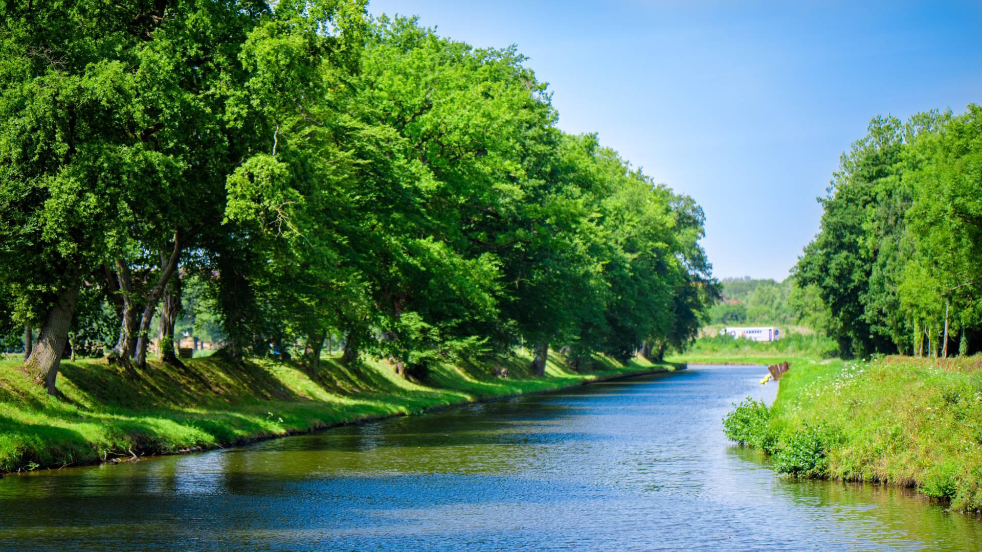 Les rives du canal du Centre, Montchanin. © Franck Juillot.