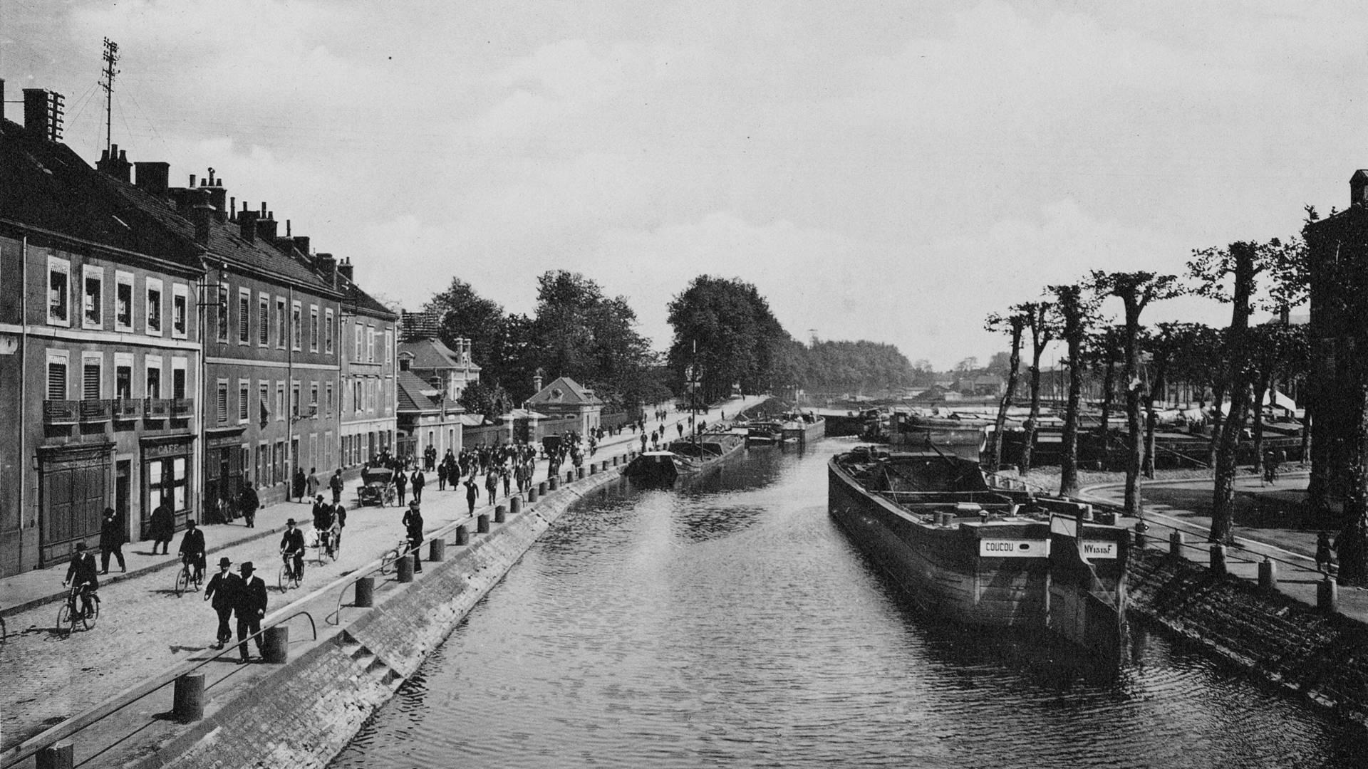 Le canal à Montceau-les-Mines autrefois. © CUCM, service Écomusée, cliché D. Busseuil.