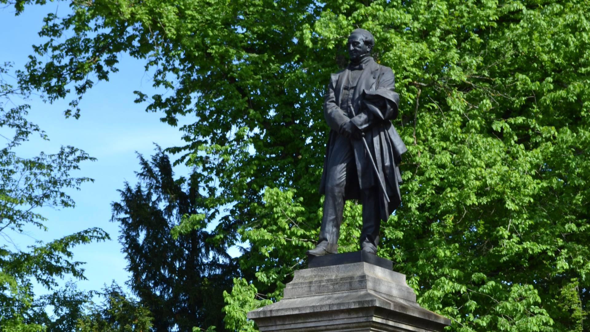 La Reconaissance, statue d'Eugène Ier Schneider, place Schneider, Le Creusot. © Creusot Montceau Tourisme.