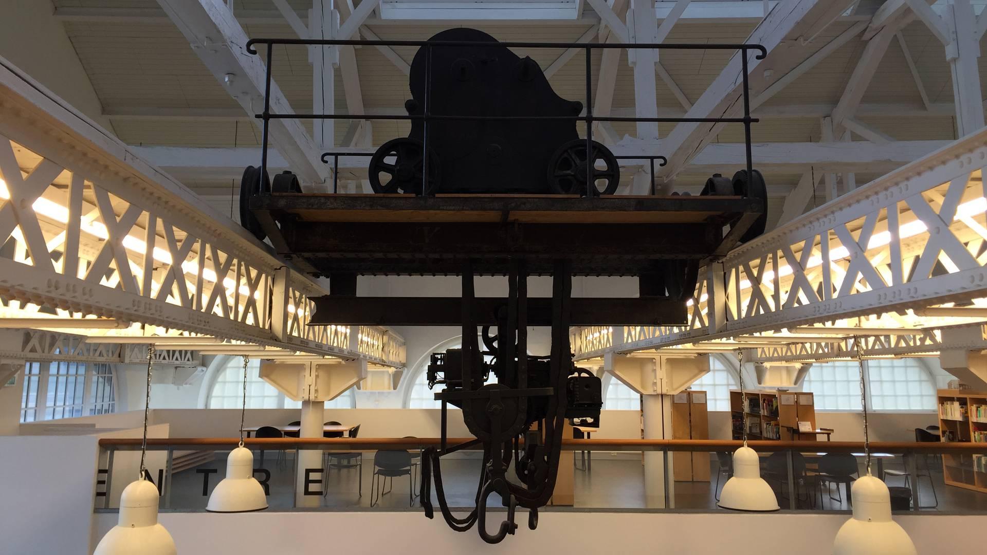 Intérieur de la bibliothèque universitaire, ancienne halle des grues et locomotives, Le Creusot. © Creusot Montceau Tourisme.Intérieur de la bibliothèque universitaire, ancienne halle des grues et locomotives, Le Creusot. © Creusot Montceau Tourisme.