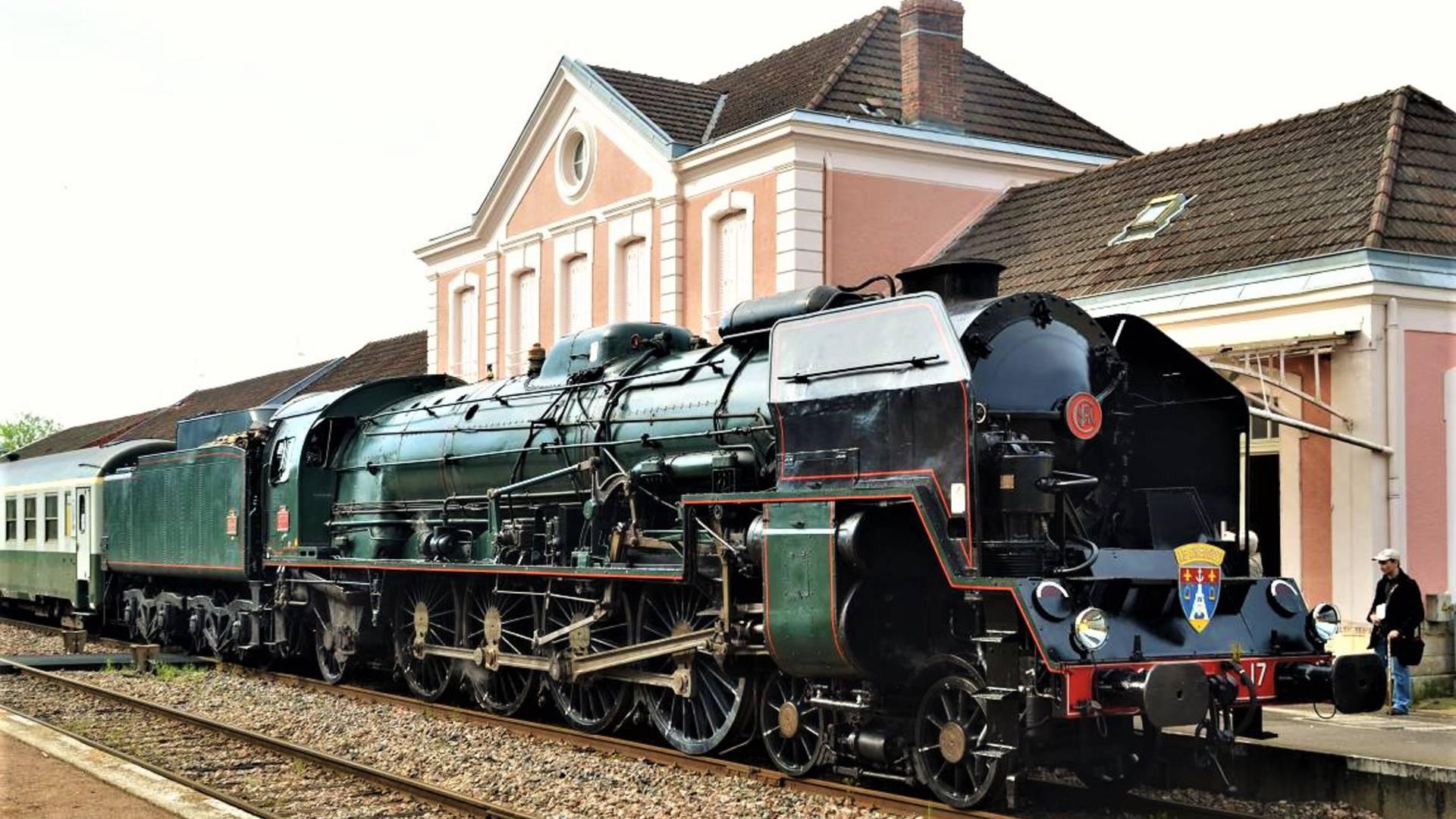 La locomotive 241 P 17 en gar du Creusot. © Chemins de Fer du Creusot.