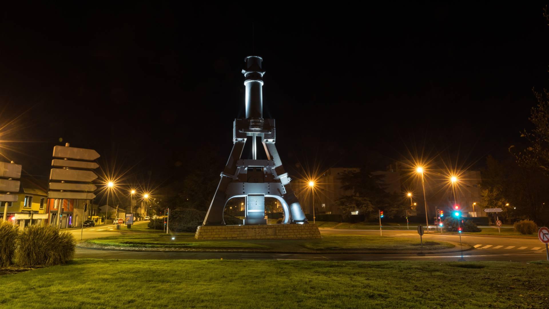 Le marteau-pilon de nuit, Le Creusot. © Oscara Photographe, Creusot Montceau Tourisme.