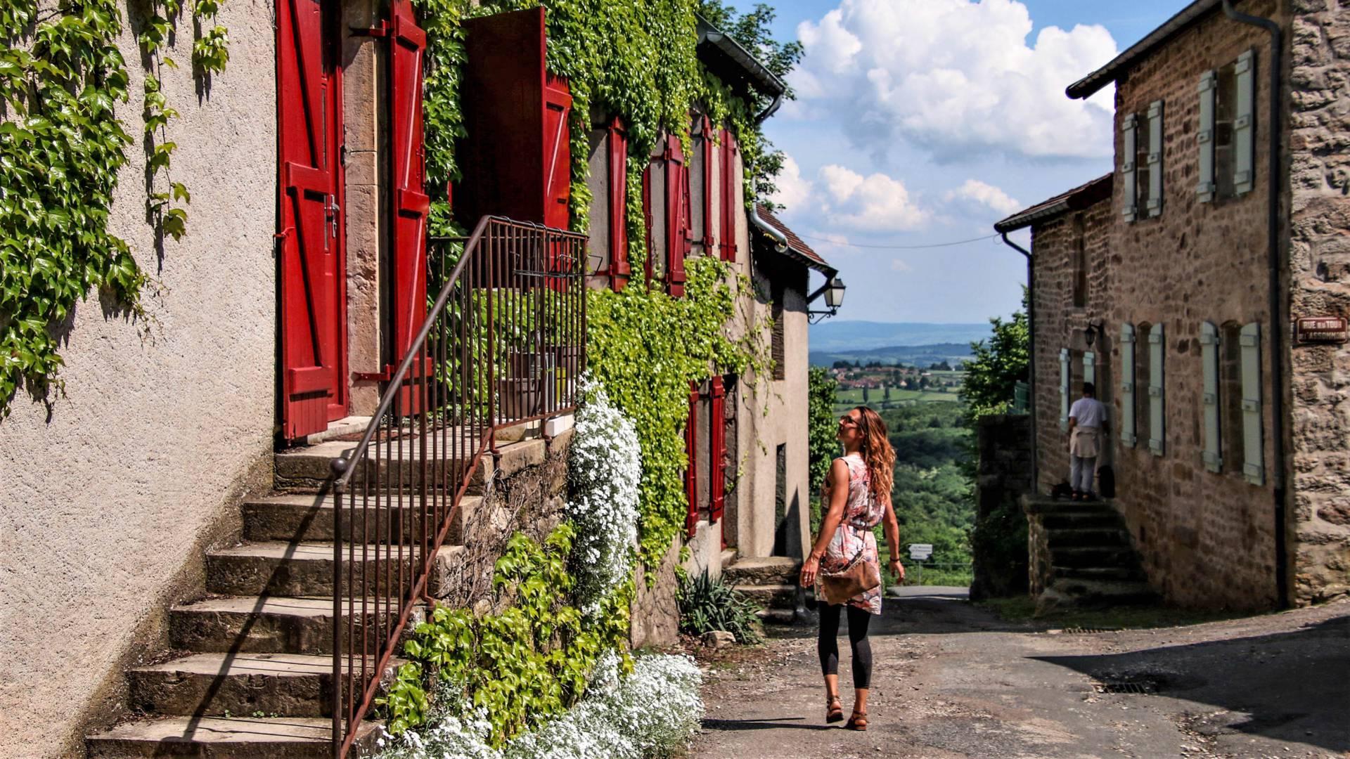 Dans une ruelle pittoresque, Mont-Saint-Vincent. © Lesley Williamson.
