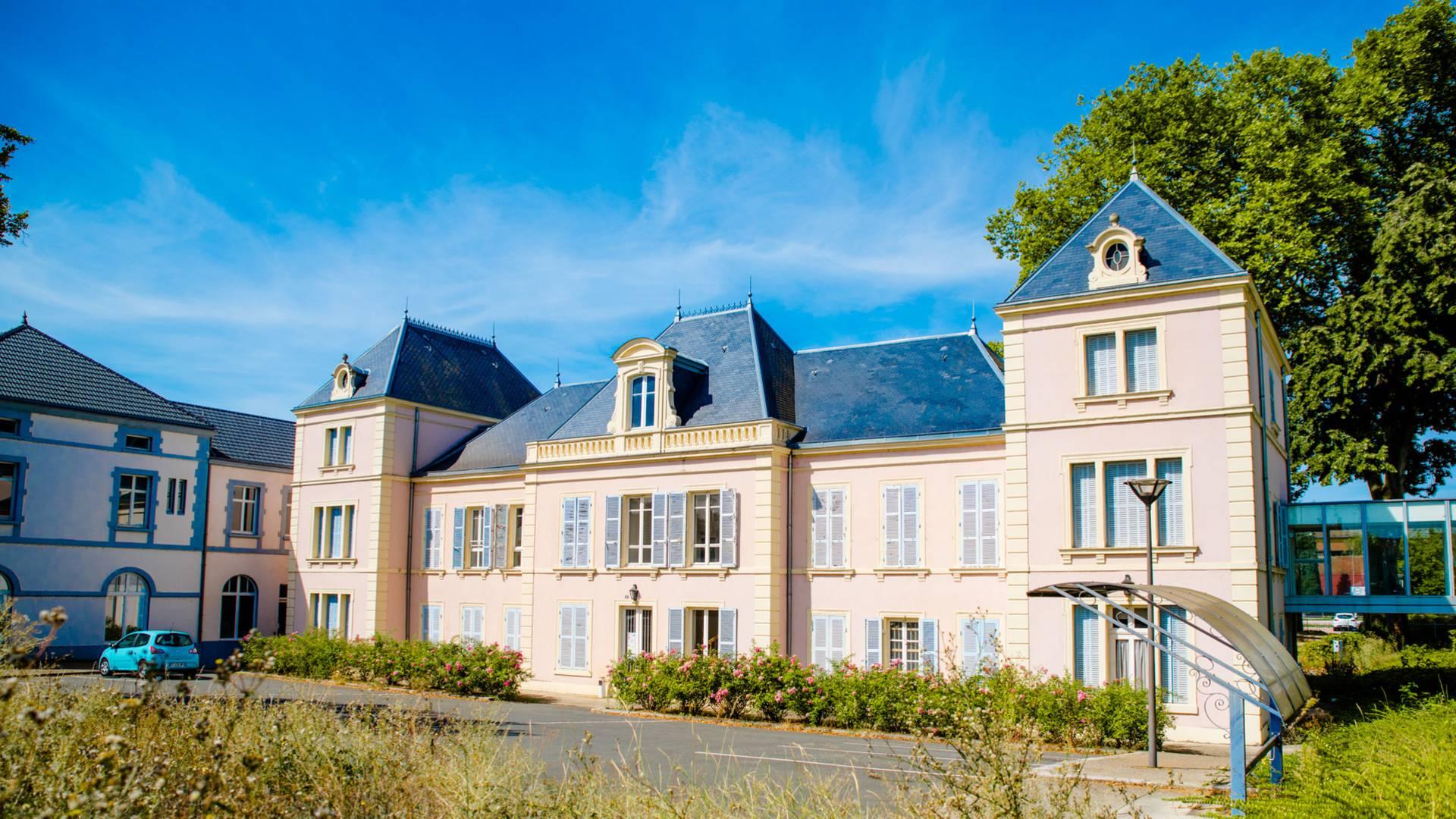 La maison d'administration rébovée, Montceau-les-Mines. © Franck Juillot.