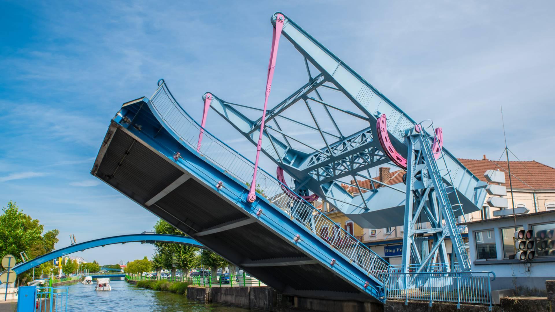 Le pont levant de Montceau-les-Mines. © Franck Juillot.