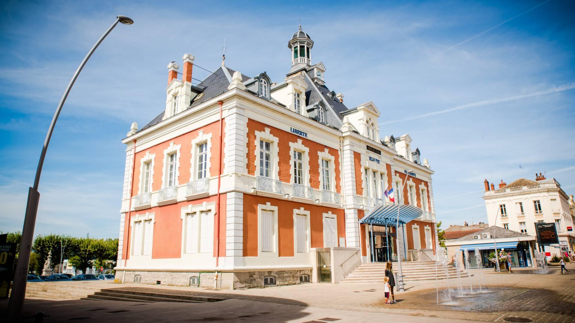 L'hôtel de ville de Montceau-les-Mines. © Franck Juillot.