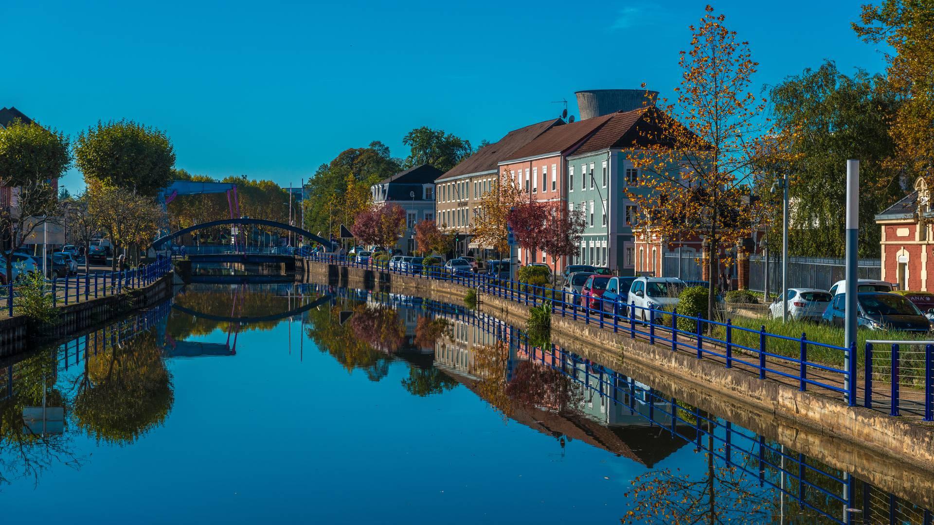 Le canal du Centre à Montceau-les-Mines. © Oscara Photographe, Creusot Montceau Tourisme.