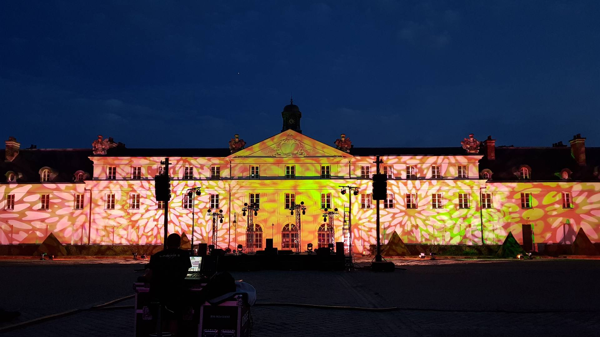 Illumination du château, Notes d'été au Creusot le 19 juillet 2019. © Creusot Montceau Tourisme.