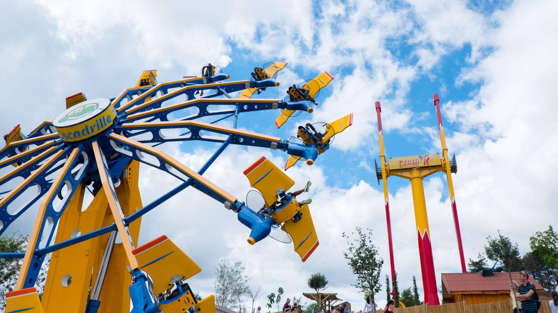 L'Escadrille, attraction du parc des Combes, Le Creusot. © Franck Juillot.