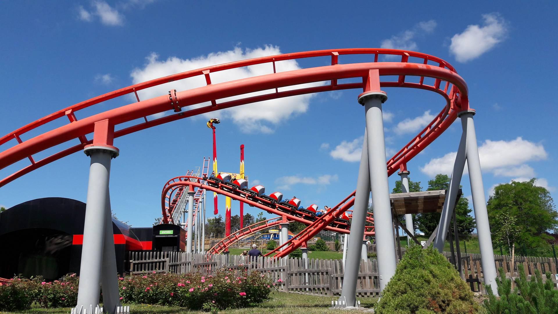 Le Boomerang, attraction du parc des Combes, Le Creusot. © Creusot Montceau Tourisme.