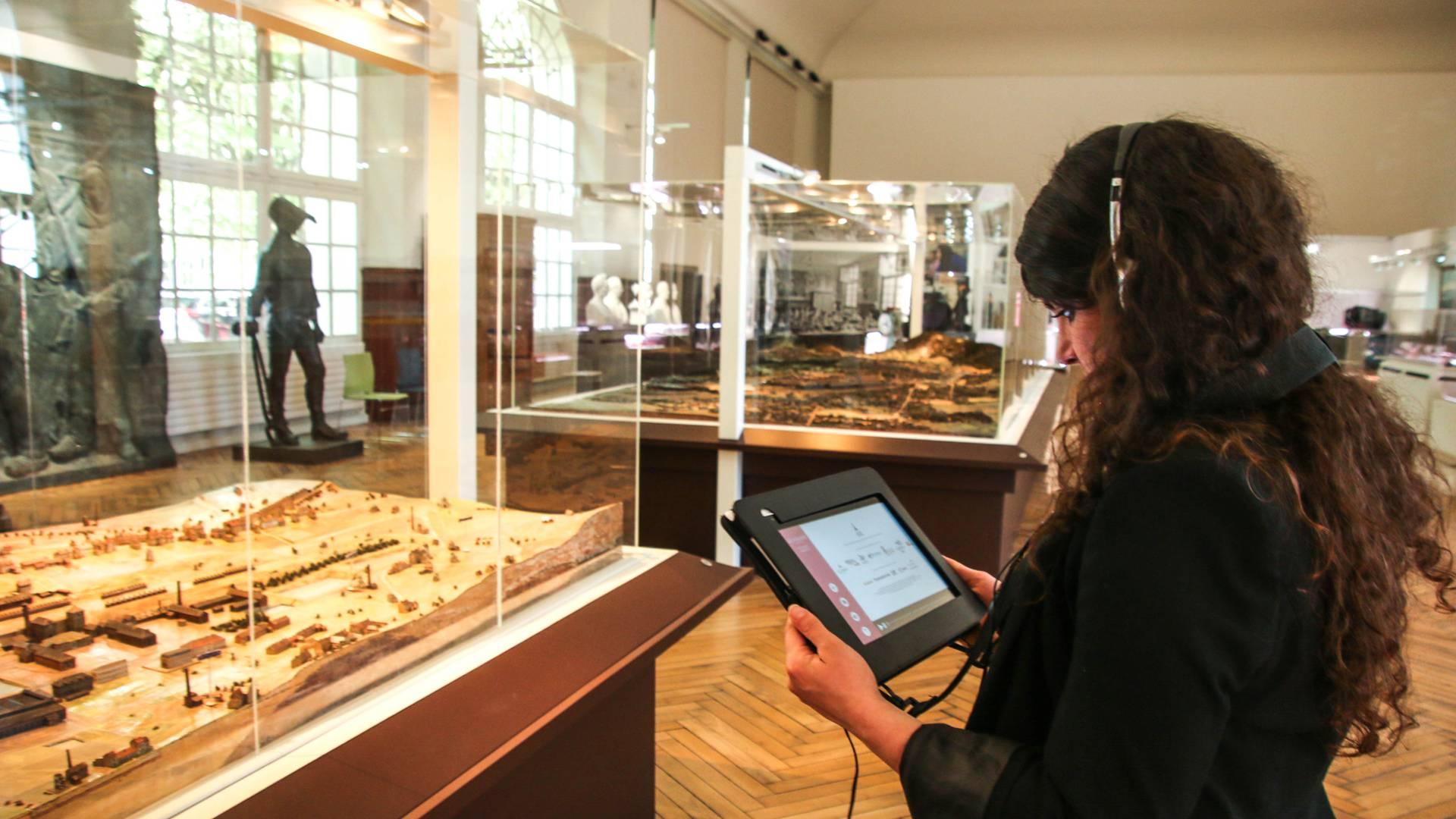 Visite interactive au Pavillon de l'Industrie, Le Creusot. © Lesley Williamson.