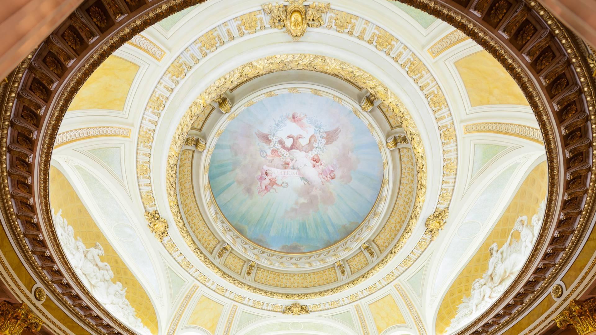 Petit Théâtre du château de la Verrerie, vue du plafond, Le Creusot. © Xavier Spertini.