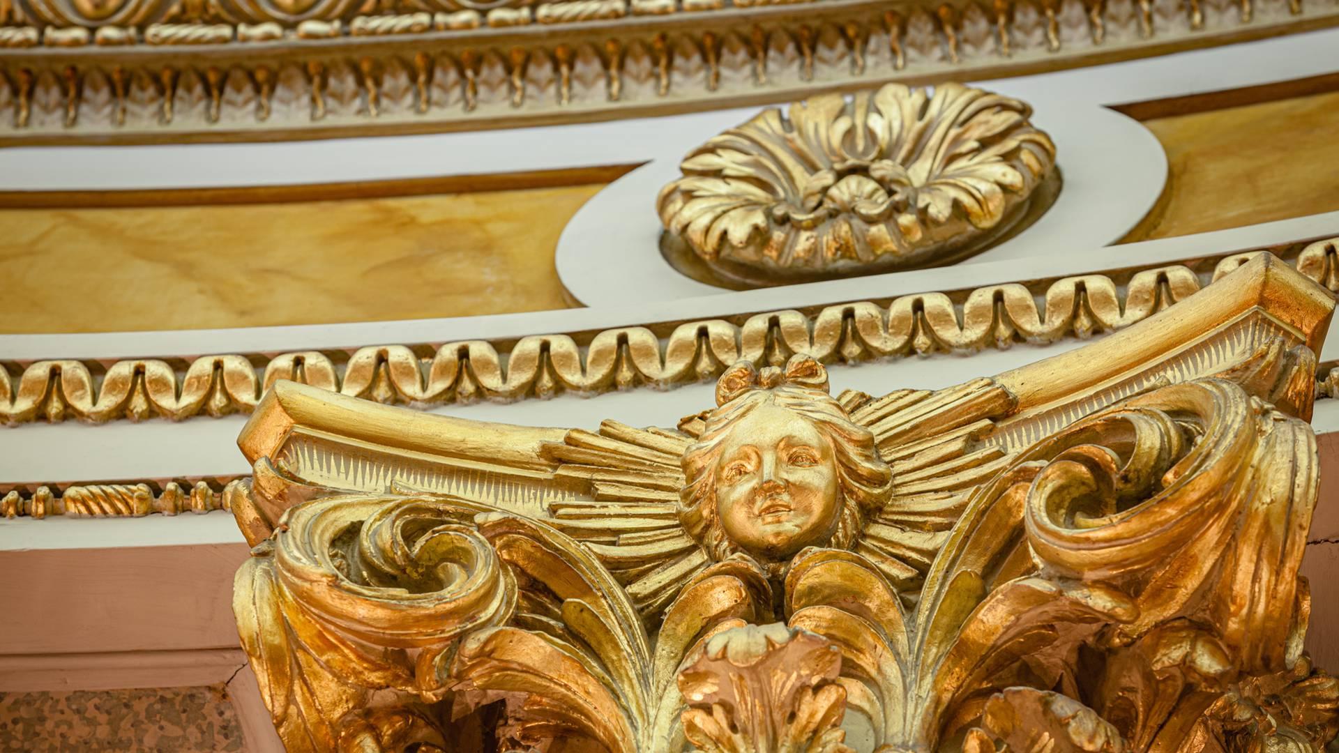 Petit Théâtre du château de la Verrerie, détail du décor, Le Creusot. © Xavier Spertini.