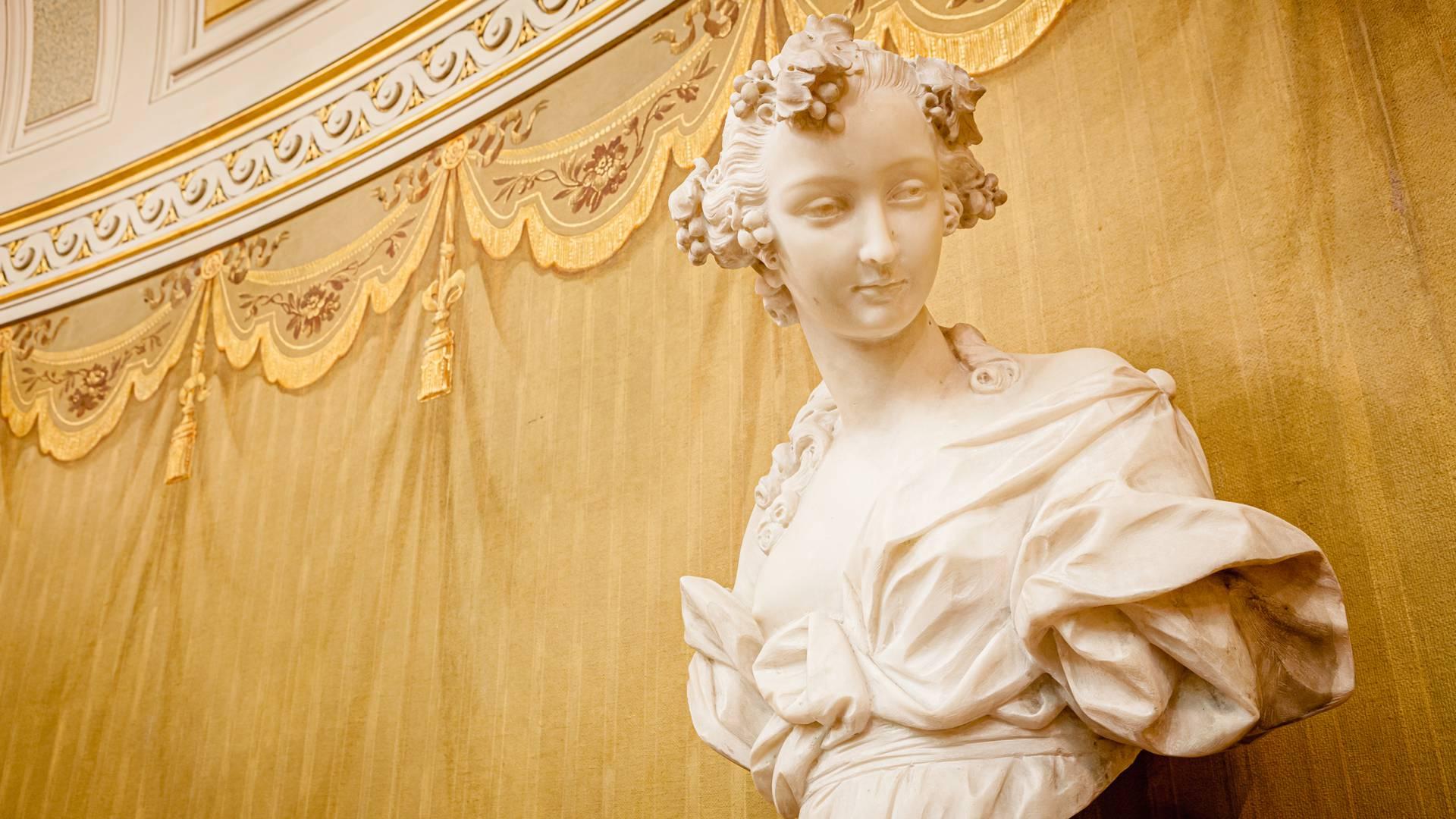 Buste sculpté au Petit Théâtre de la Verrerie, Le Creusot.© Xavier Spertini.