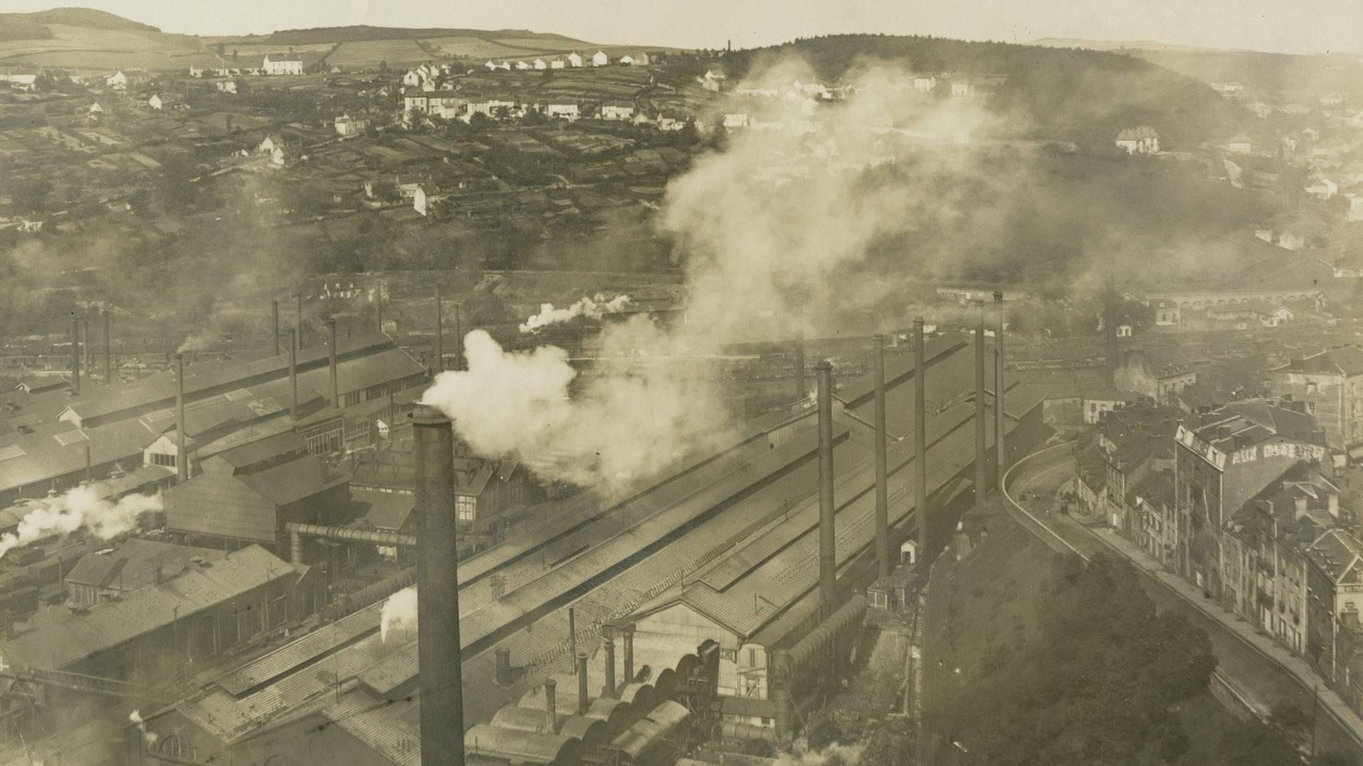 Vue panoramique des usines de la plaine des Riaux au Creusot, en 1916. © CUCM, document Écomusée, reproduction D. Busseuil.