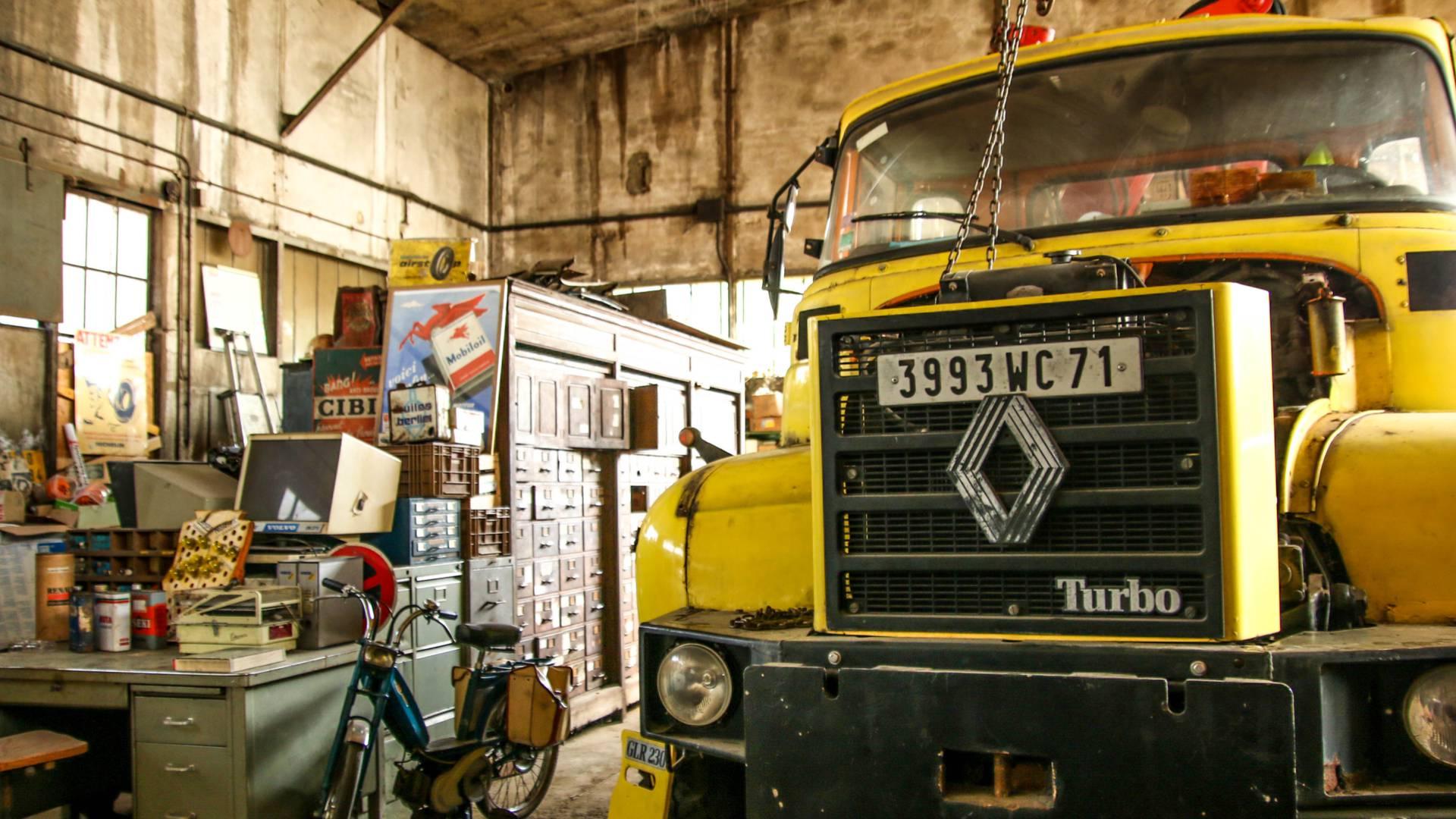Détail d'un camion exposé à l'Uisne Aillot, Montceau-les-Mines. © Lesley Williamson.