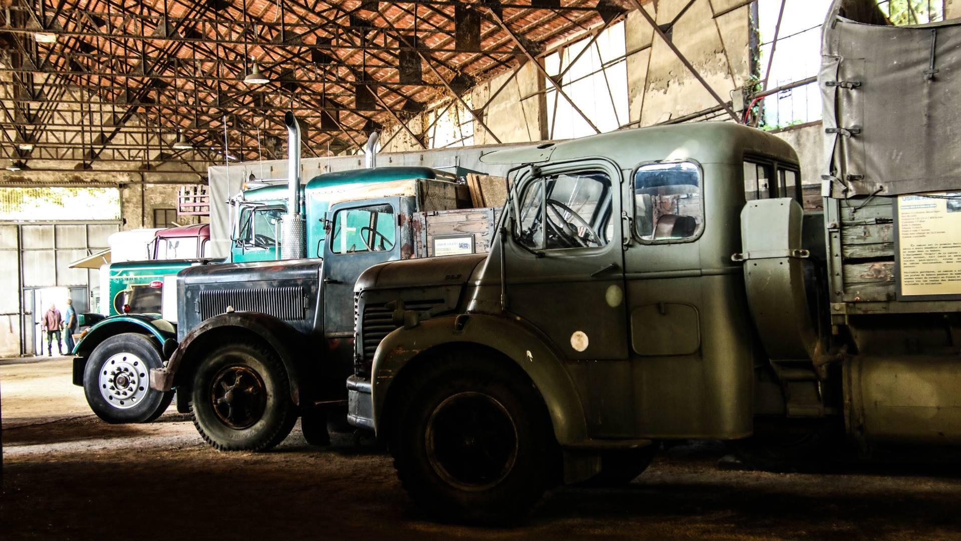 Camions exposés à l'Uisne Aillot, Montceau-les-Mines. © Lesley Williamson.