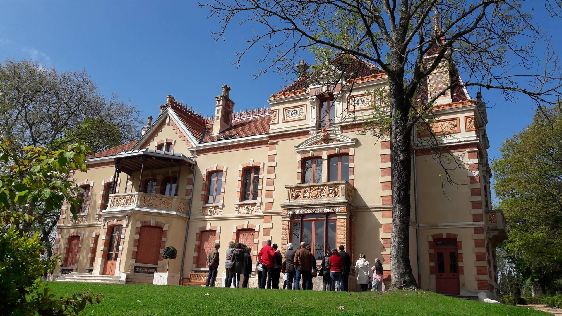 Façade principale de la Villa Perrusson, Écuisses. © Creusot Montceau Tourisme.