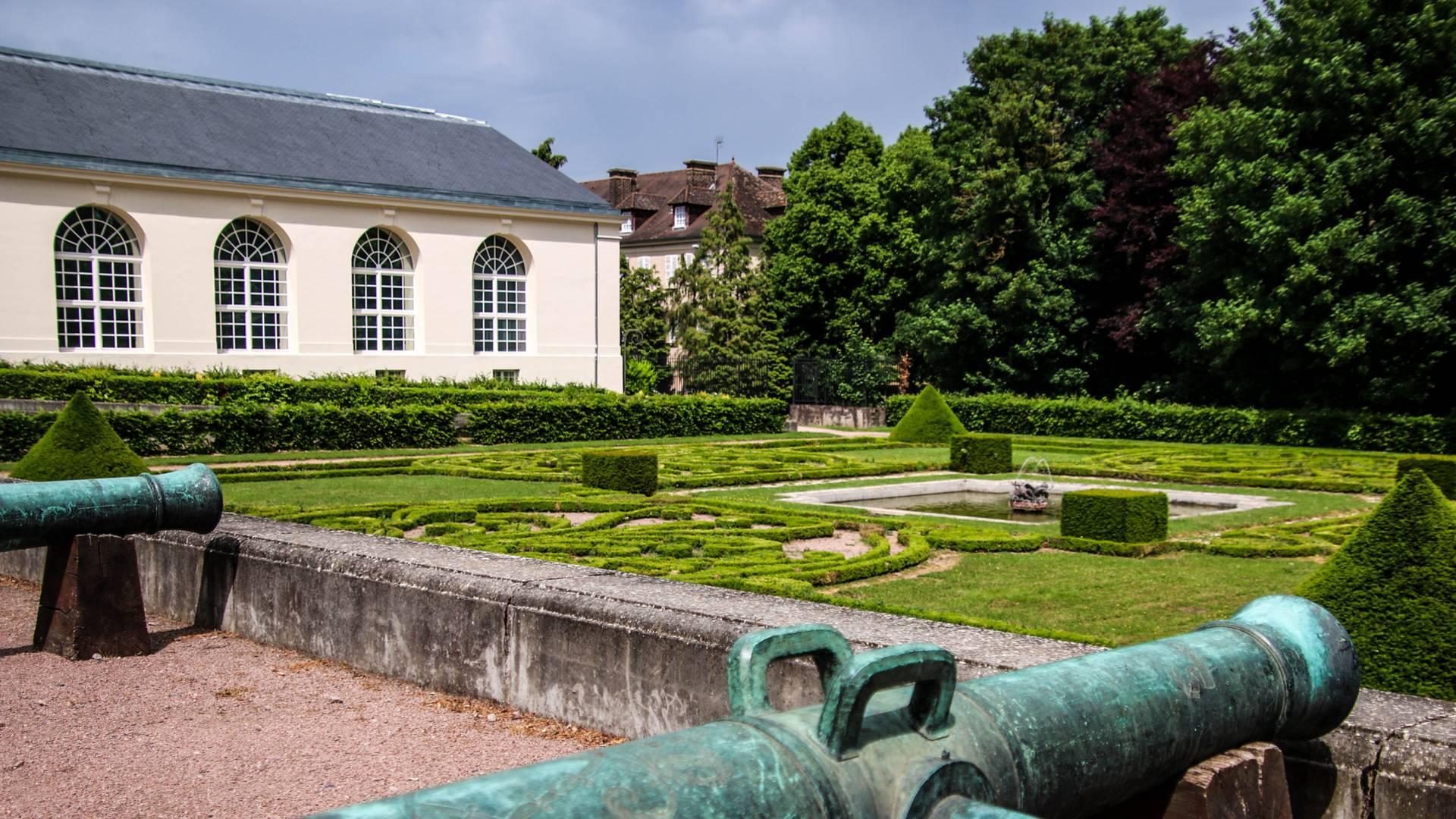 Vue du jardin à la française dans le parc de la Verrerie, Le Creusot. © Lesley Williamson.